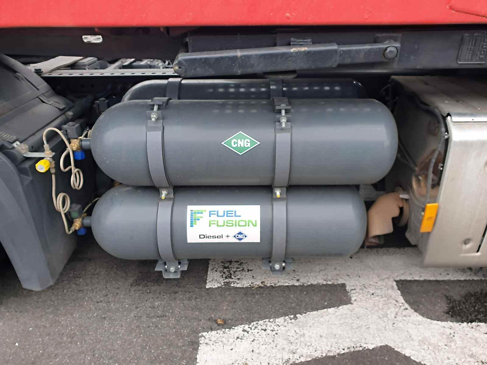 Mercedes Actros Diesel CNG s nádržemi 4x75litrů CNG