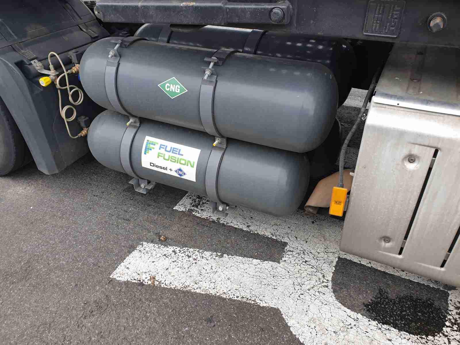Mercedes Actros Diesel CNG s nádržemi CNG 300litrů