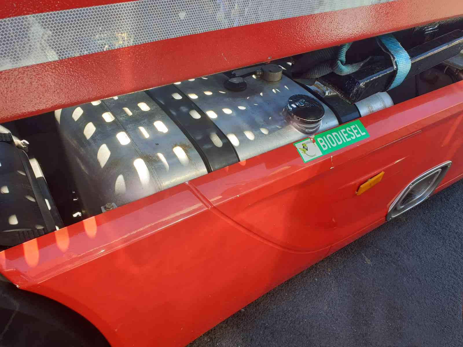 Mercedes Actros Diesel CNG před demontáží naftové nádrže