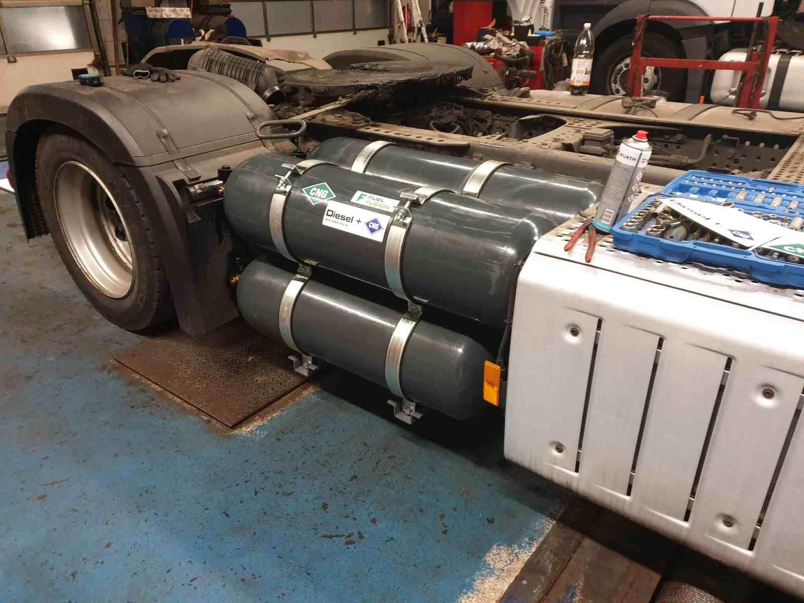 Mercedes Actros 1845 Diesel CNG - duální pohon nafta a CNG montáž nádrží CNG