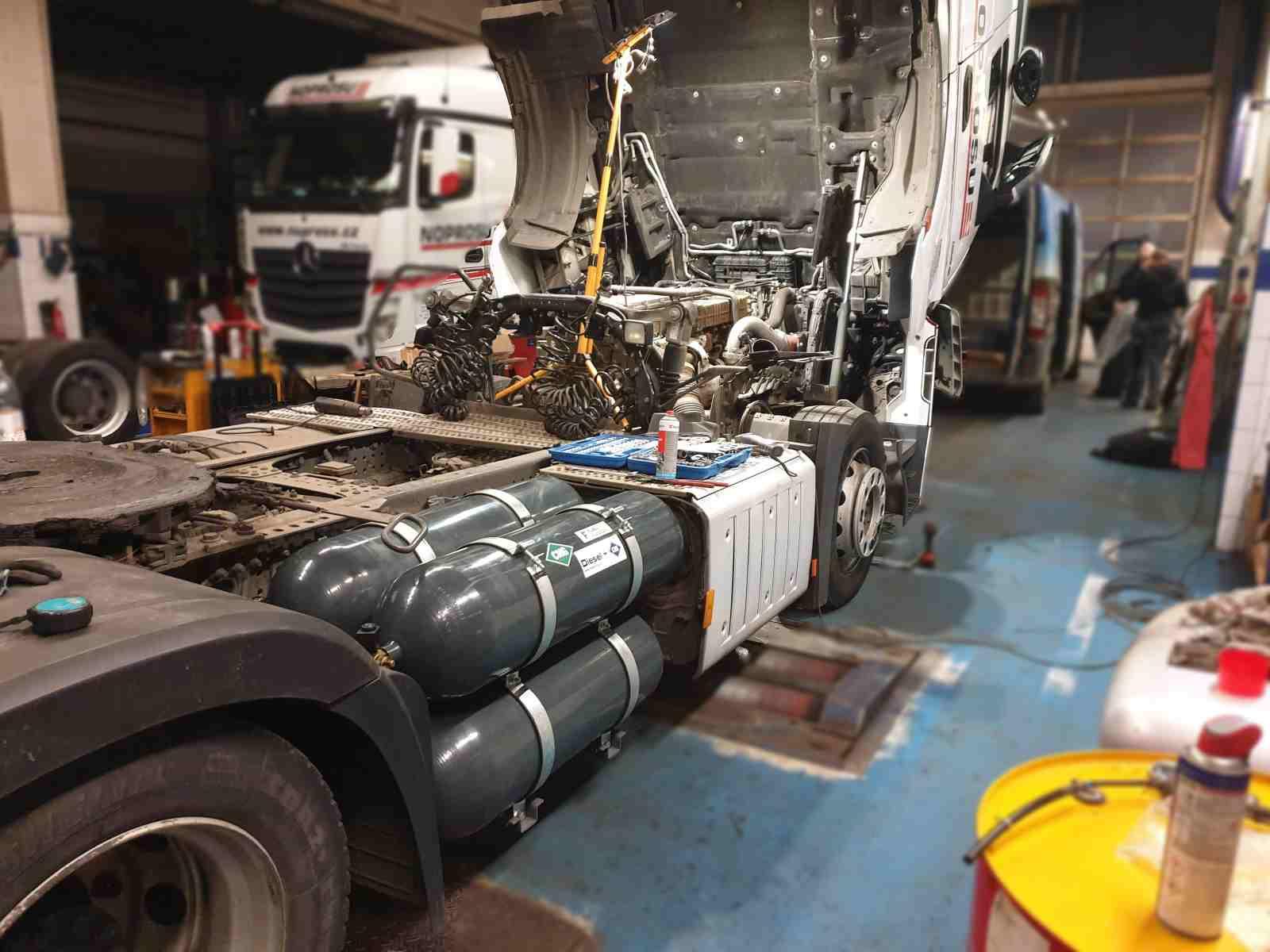 Mercedes Actros 1845 Diesel CNG - duální pohon nafta a CNG montáž