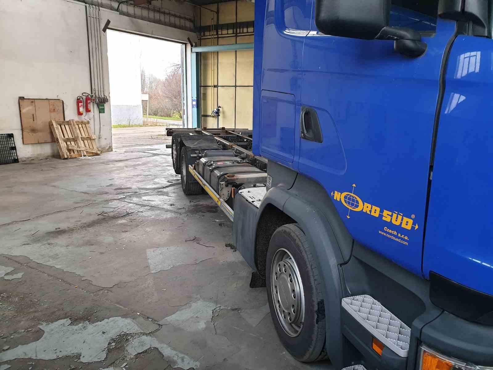 Scania R450 s duálním pohonem Diesel CNG