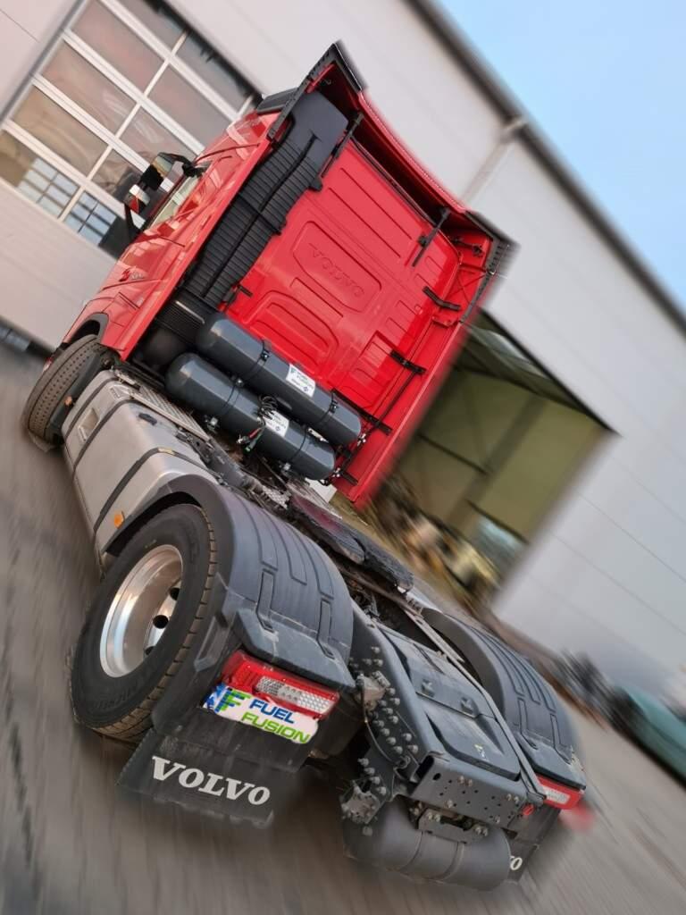 Volvo FH 500 Diesel CNG s nádržemi CNG za kabinou