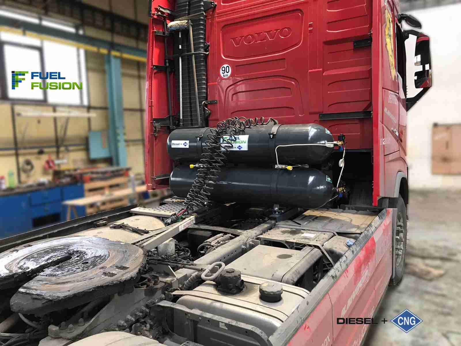 Volvo FH 500 diesel CNG s nádržemi CNG montovanými za kabinu